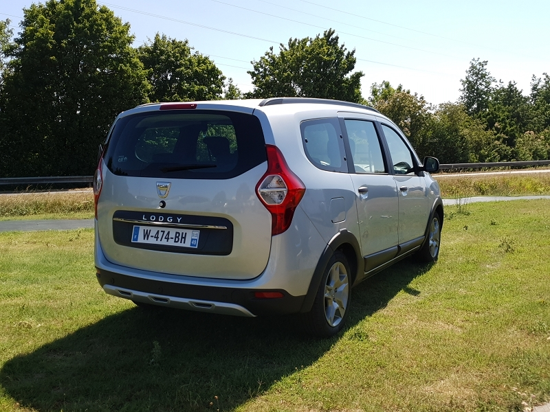 Photo 12 de l'offre de DACIA LODGY 1.5 BLUE DCI 115CH STEPWAY 7 PLACES à 17990€ chez Willy Mathey automobiles